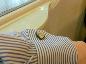 カフスを付けて新幹線