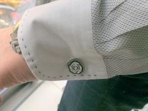 白バラのカフスボタン,ビジネス