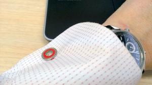 仕事始めの赤のカフスボタン
